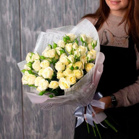 Букет из 10 белых кустовых роз