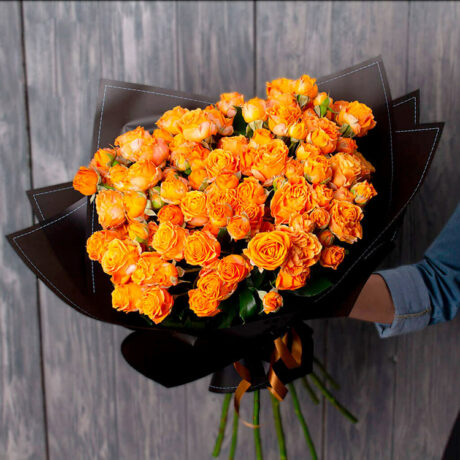 Букет из 10 оранжевых кустовых роз