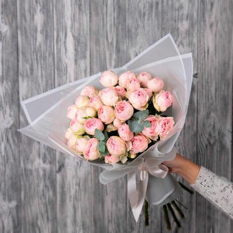 Букет из 10 пионовидных кустовых роз