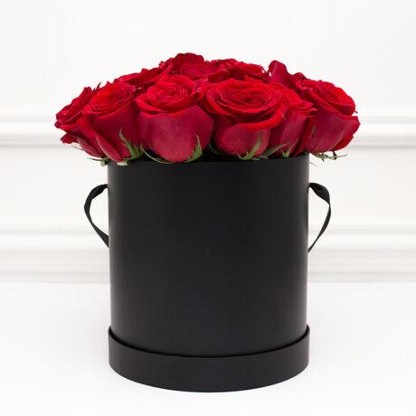 23 красных роз в черной коробке