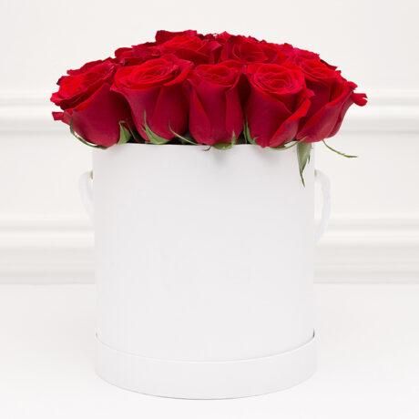 25 красных роз в белой коробке