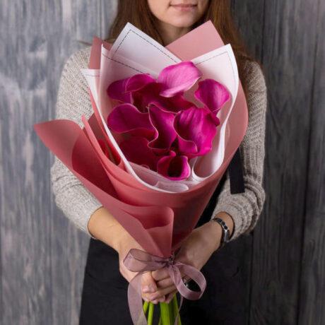 Букет из 10 розовых калл