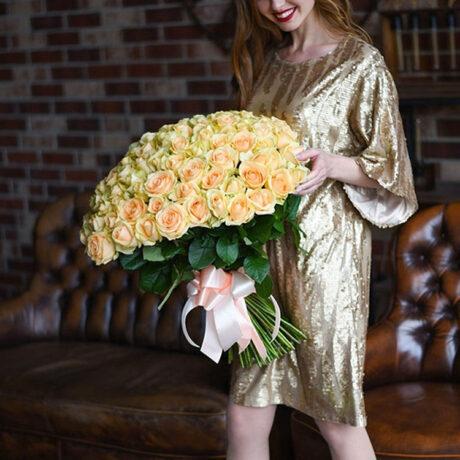 Букет из 101 персиковой розы