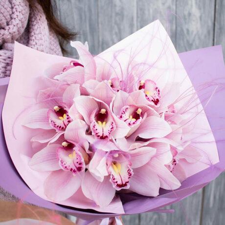 Букет из 11 розовых орхидей