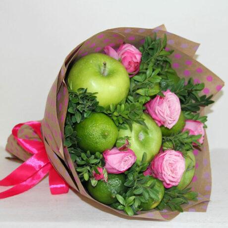 Букет из фруктов и розовых роз
