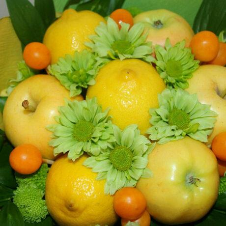 Букет из фруктов и рускуса