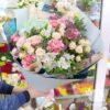 Букет из гортензии, роз и гвоздик