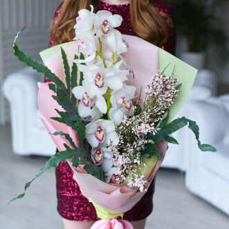 Букет из ветки орхидеи и флебодиума