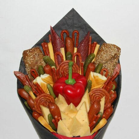 Мужской букет из колбасы и перца