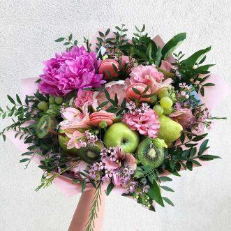 Букет из фруктов и розового пиона