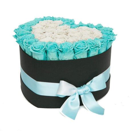 Сердце из синих и белых роз в коробке