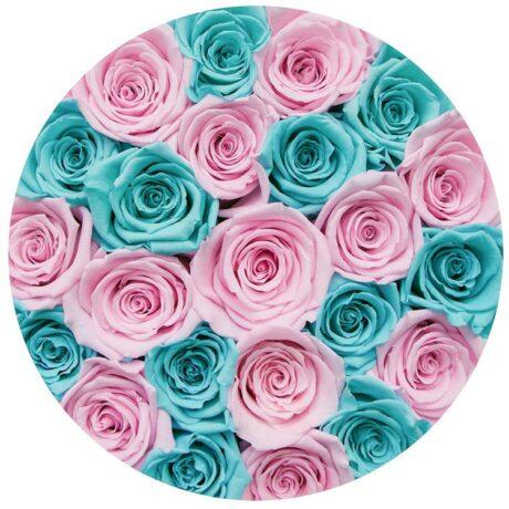 Синие и розовые розы в шляпной коробке (сверху)