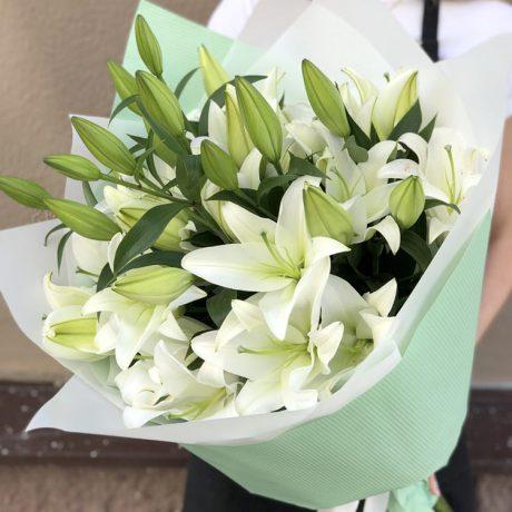 Букет из 5 белых лилий