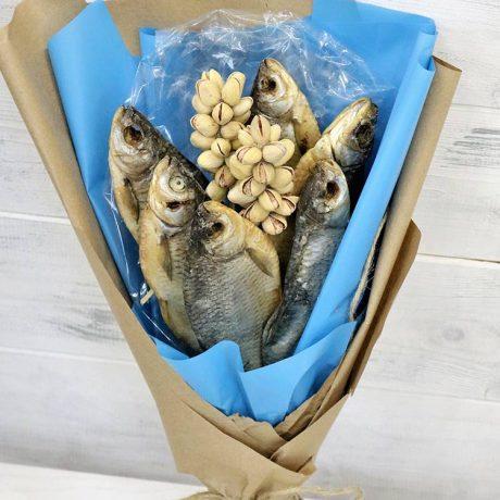Букет из 6 сушеных рыб и фисташек