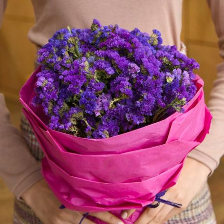 Букет из фиолетовой статицы
