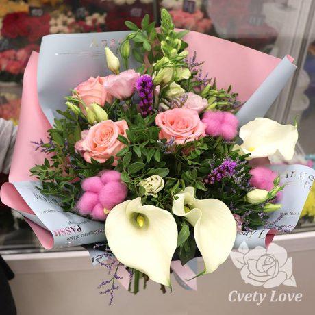 Букет из калл и розовых роз