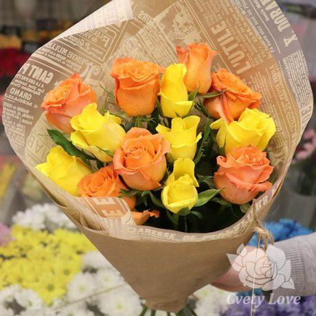 Букет из оранжевых и желтых роз