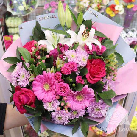 Букет из розовых гербер и белой лилии