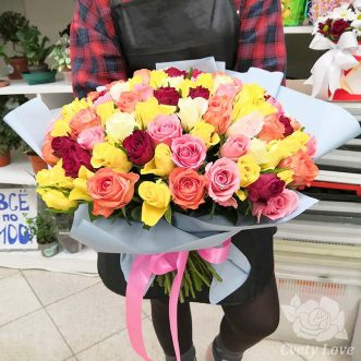 Букет из 101 разноцветной кенийской розы