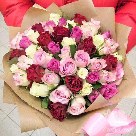 Букет из 51 разноцветной кенийской розы