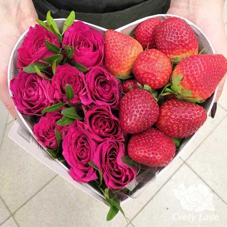 Клубника и 9 роз в коробке в виде сердца