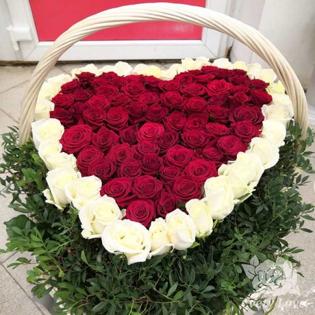 Корзина из 101 розы в форме сердца