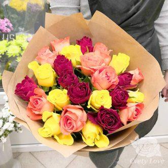 Букет из 25 кенийских роз в крафте