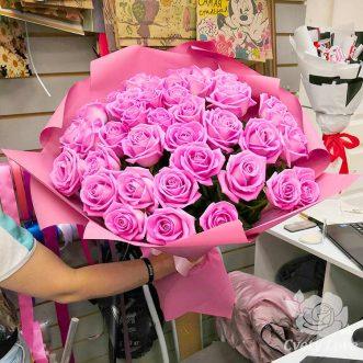 Букет из 39 розовых роз в крафте