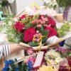 Букет из 7 красных роз и гиперикума
