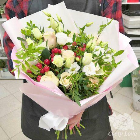Букет из белых эустом и роз