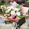 Букет из роз, кустовых хризантем и эустом