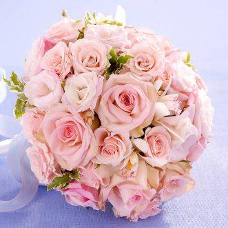 Букет невесты из роз, орхидей и эустом