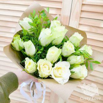 Букет из 15 белых кенийских роз