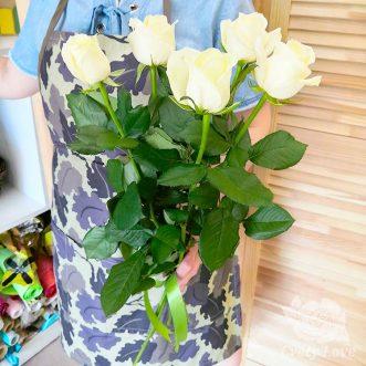 Букет из 5 белых роз 70 см