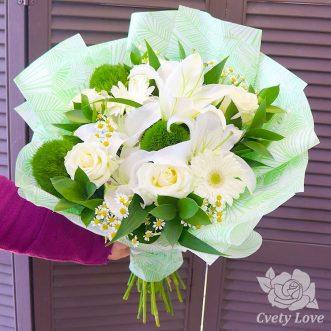 Букет из лилии, ромашек и роз