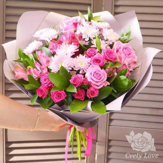 Букет из кустовых хризантем, роз и альстромерий